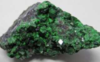 Андрадит – история, полезные свойства и описание камня