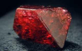 Благородная красная шпинель – история, полезные свойства и описание камня