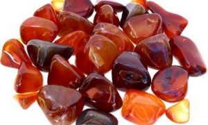 Сердолик красного оттенка: свойства, описание, кому подходит