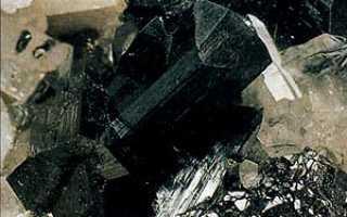 Ильваит – история, полезные свойства и описание камня