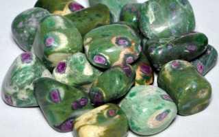 Фуксит – история, полезные свойства и описание камня