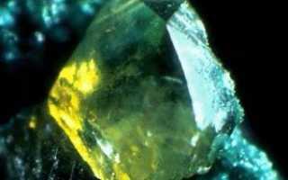 Повеллит – история, полезные свойства и описание камня