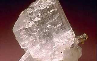Селлаит – история, полезные свойства и описание камня