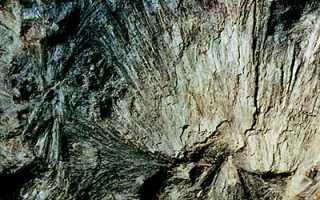 Куммингтонит – история, полезные свойства и описание камня