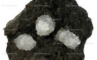 Филлипсит – история, полезные свойства и описание камня