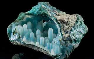 Каледонит – история, полезные свойства и описание камня