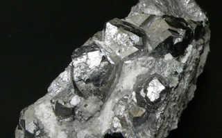 Скуттерудит – история, полезные свойства и описание камня