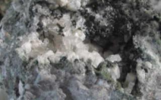 Нефелин – история, полезные свойства и описание камня