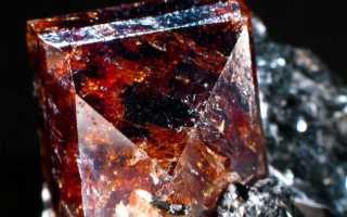 Красный циркон: свойства, описание и фото камня