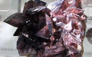 Аксинит – история, полезные свойства и описание камня